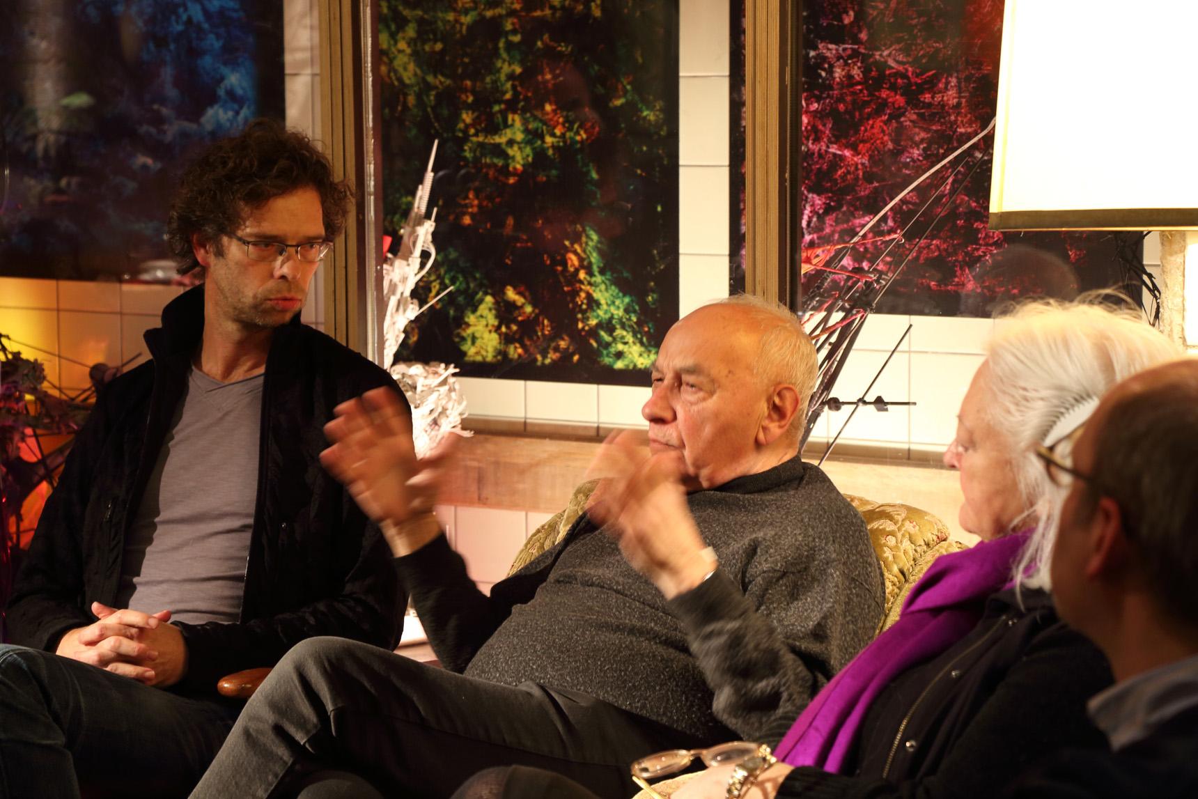 Clemens Schedler und Eugen Gomringer in intensiver Diskussion